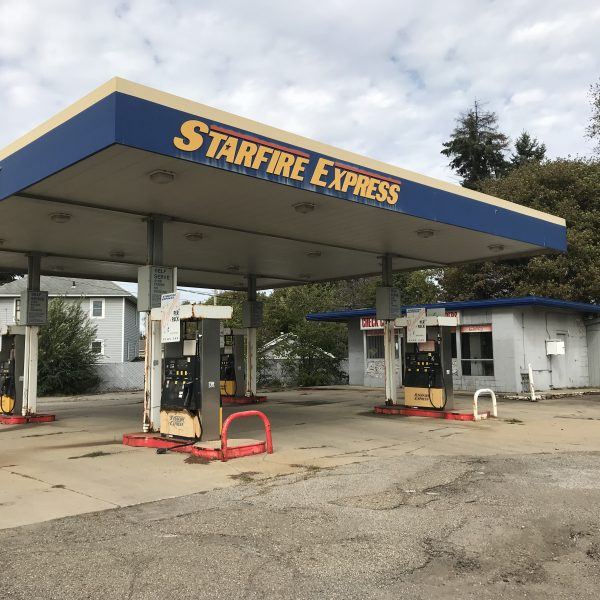 Empty Starfire Express gas station on a cloudy day